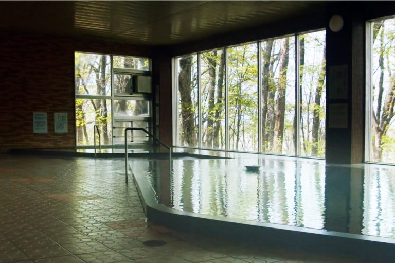 〈丸美ヶ丘温泉〉日高山脈を一望しながら、ゆったり浸かれる温泉