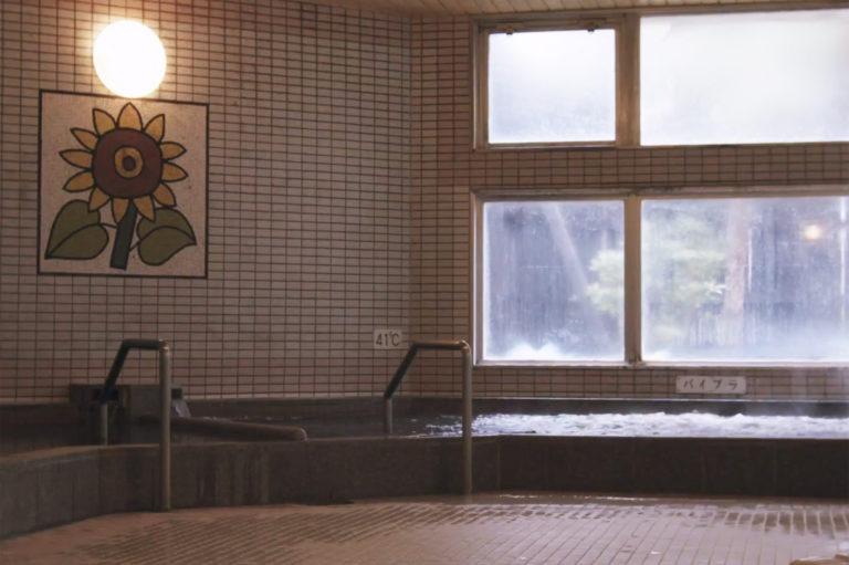 〈ひまわり温泉 森の郷〉住宅地に突然現れる、天然モール温泉&ロウリュサウナ